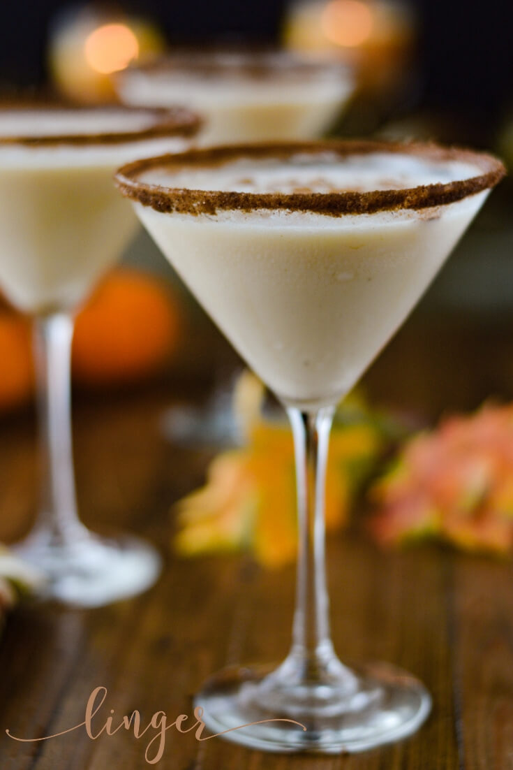 A pumpkin spice martini made with vodka and Bailey's Pumpkin Spice is easy and delicious. A perfect recipe to serve at Thanksgiving. #spicepumpkinmartini #martinirecipe #pumpkinmartini #vodka #baileysliquor