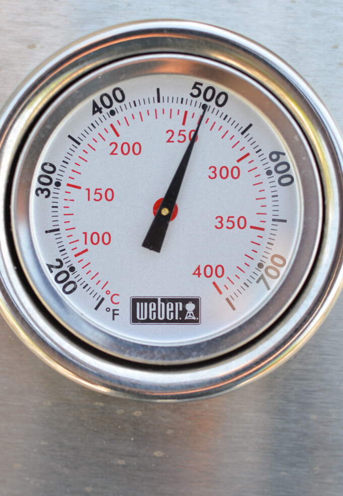 A grill thermostat showing 500°F.